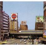 1960年代の東京。日劇(現有楽町マリオン)前。(フリー素材より))